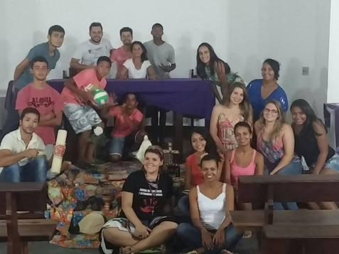Grupo de base da comunidade Nossa Sra das Graças, Bertioga, durante a realização do Dia de Formação sobre a Campanha da Fraternidade.