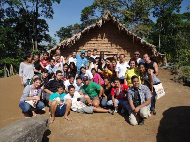 Visita a aldeia indígena, em Praia Grande.